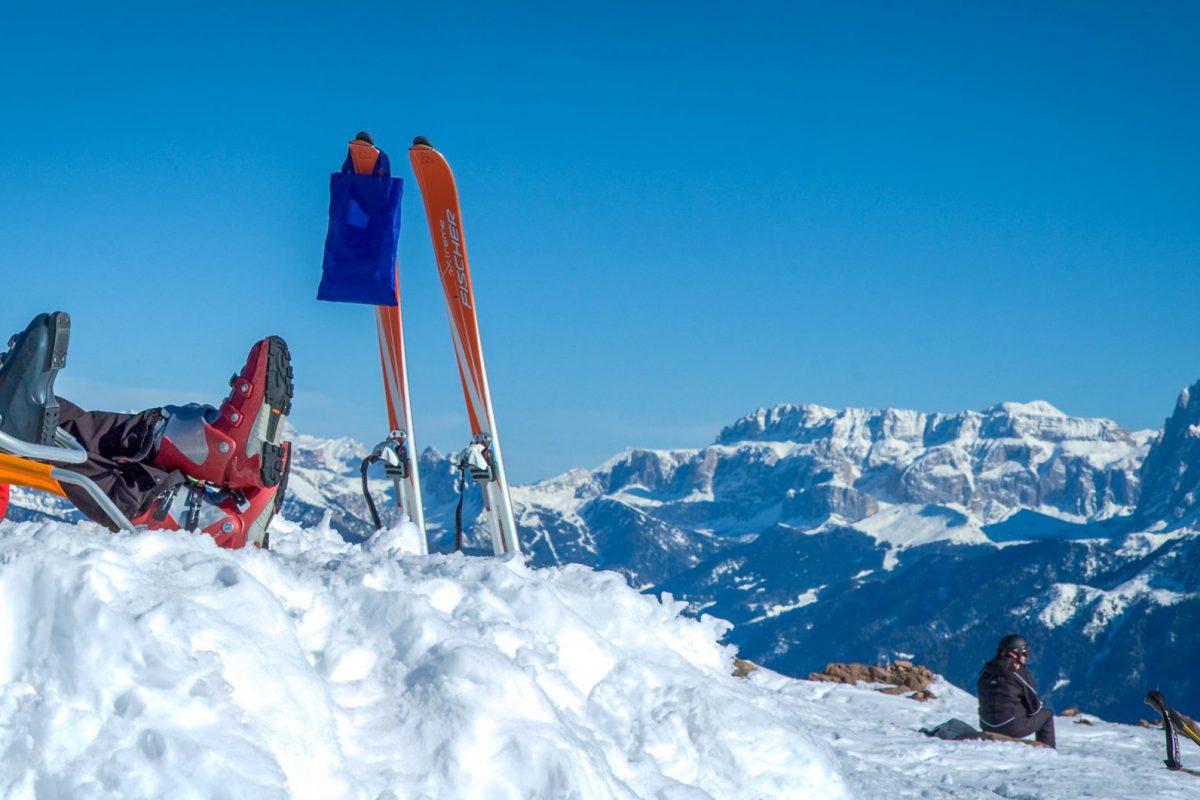 Sonnen im Schnee, beim Ski fahren